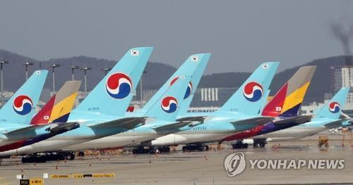 This undated file photo shows planes of Korean Air and Asiana Airlines at Incheon International Airport, west of Seoul. (Yonhap)