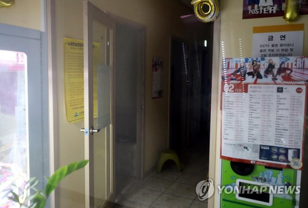 A singing room remains empty in Incheon, west of Seoul, on May 19. (Yonhap)