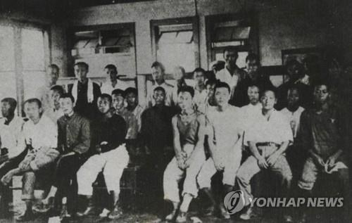 This file photo shows Korean workers forcibly taken to Japan during the Japanese colonial rule of Korea (1910-45). On Oct. 30, 2018, the Supreme Court upheld a 2013 ruling on damages claims filed by four victims and ordered Nippon Steel & Sumitomo Metal Corp. (NSSM) to pay each victim 100 million won (US$87,720). (Yonhap)