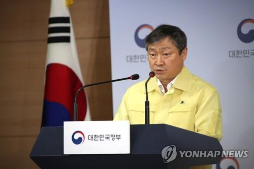 Vice Education Minister Park Baeg-beom speaks at a regular press briefing at the government complex in central Seoul on June 16, 2020. (Yonhap)