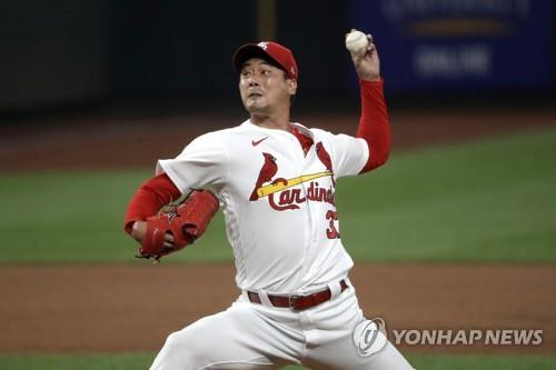 In this Associated Press photo, Kim Kwang-hyun of the St. Louis Cardinals pitches against the Pittsburgh Pirates in the top of the ninth inning of a Major League Baseball regular season game at Busch Stadium in St. Louis on July 24, 2020. (Yonhap)