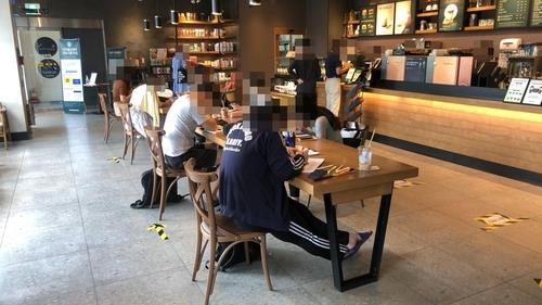 Patrons work in a franchise cafe in Norayngjin, southwest of Seoul, on Sept. 14, 2020. (Yonhap)