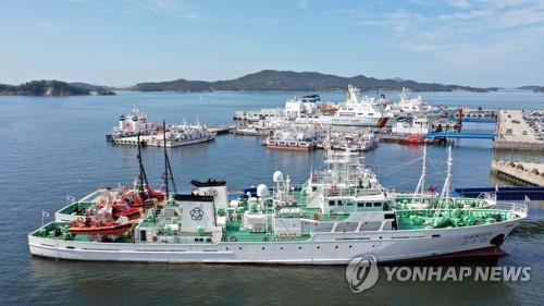 The Mugunghwa 10 guidance boat is moored at a quay of the West Sea Fisheries Management Office in Mokpo, South Jeolla Province, on Sept. 28, 2020, after returning from the inter-Korean maritime border in the West Sea. A fisheries ministry official was shot to death by North Korean soldiers in the North Korean waters on Sept. 22 after he allegedly attempted to defect to the North while on duty aboard the ship. (Yonhap)