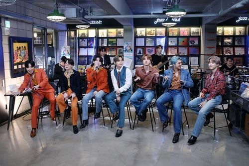 "This photo provided by Big Hit Entertainment on Sept. 21, 2020, shows K-pop group BTS performing on the ""Tiny Desk Concert"" show on National Public Radio in the U.S. (PHOTO NOT FOR SALE) (Yonhap)"