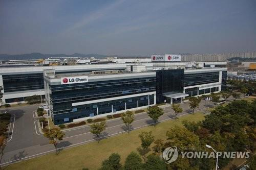 (LEAD) LG Chem logs record operating income in Q3 on petchem, battery demand
