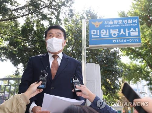 Choi In-sik, secretary general of a conservative civic group, speaks to reporters at the Jongno Police Station in Seoul on Oct. 13, 2020, before submitting its plans to hold outdoor rallies. (Yonhap)