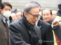 (LEAD) Supreme Court confirms 17-year prison term for ex-President Lee Myung-bak in corruption case