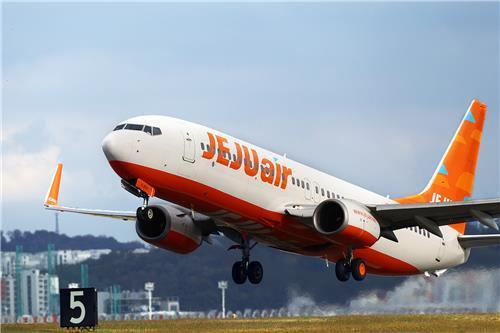 (LEAD) Jeju Air Q3 net losses widen on virus impact - 1