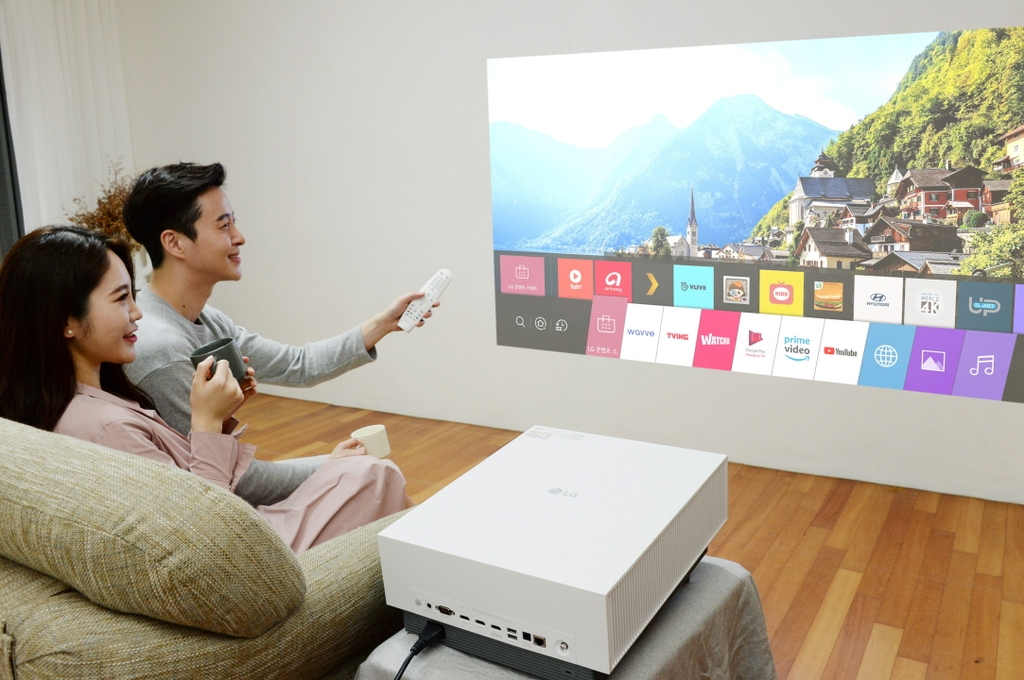 This photo provided by LG Electronics Inc. on Nov. 23, 2020, shows the company's new CineBeam Laser 4K projector, the HU810PW. (PHOTO NOT FOR SALE) (Yonhap)