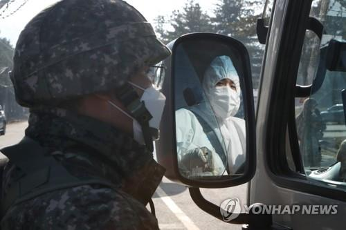 A worker enters an Army boot camp in Yeoncheon, Gyeonggi Province, on Nov. 26, 2020, to transport COVID-19 patients among the unit members. (Yonhap)