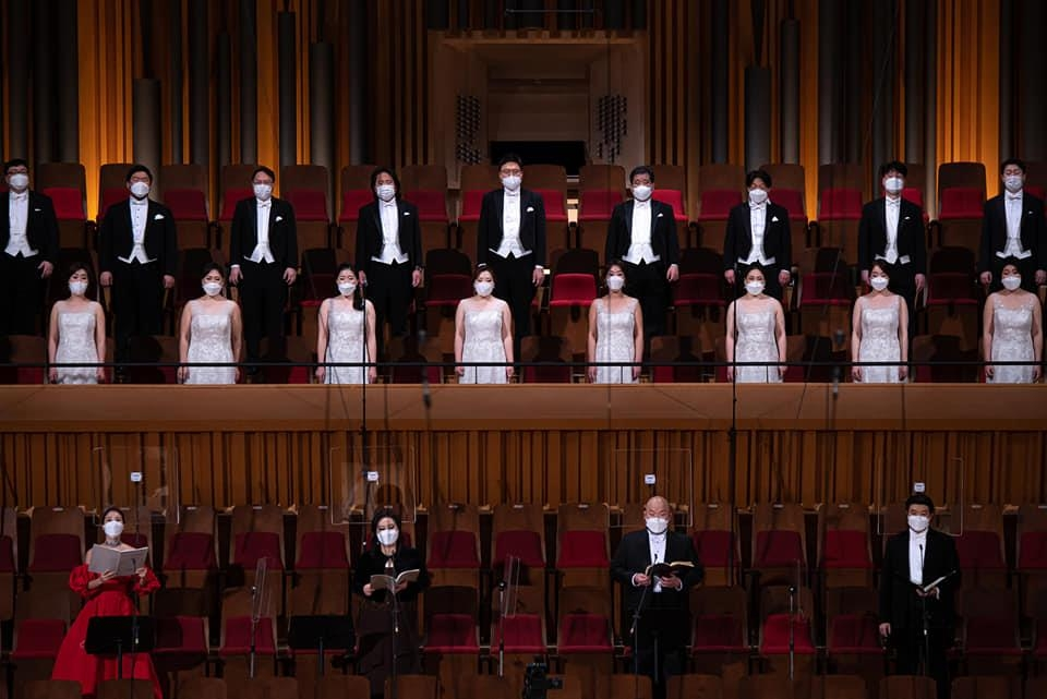 In this photo, provided by the Seoul Philharmonic Orchestra, performers sing, wearing masks, during a livestreamed online concert on Dec. 20, 2020. (PHOTO NOT FOR SALE) (Yonhap)