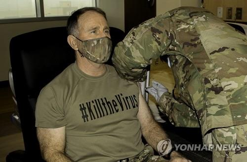 (LEAD) S. Korea decides to allow troops, citizens working for USFK to get COVID-19 vaccinations