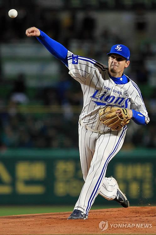 In this file photo from Oct. 25, 2011, Doug Mathis of the Samsung Lions pitches against the SK Wyverns in the top of the first inning of Game 1 of the Korean Series at Daegu Citizen Stadium in Daegu, 300 kilometers southeast of Seoul. (Yonhap)