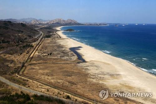 This file photo taken April 3, 2019, shows the east coast near the inter-Korean border in Goseong, Gangwon Province. (Yonhap)