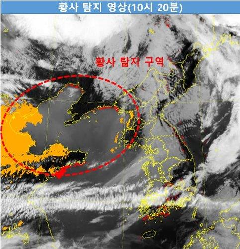 This photo provided by the Korea Meteorological Administration shows yellow dust storm moving from China towards the Korean Peninsula as of 10:20 a.m. on April 16, 2021. (PHOTO NOT FOR SALE) (Yonhap)