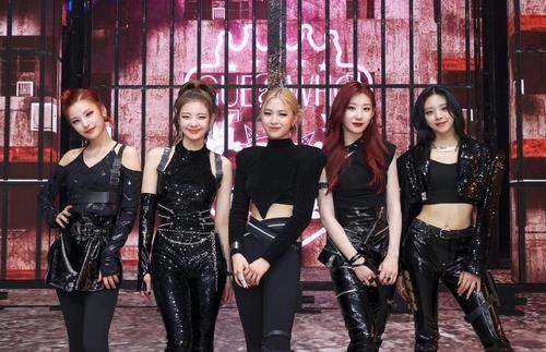 This photo, provided by JYP Entertainment, shows K-pop act ITZY. (PHOTO NOT FOR SALE) (Yonhap)