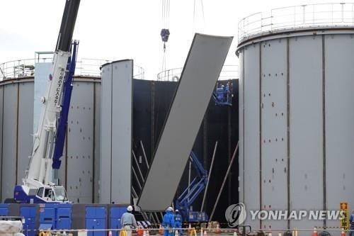 Construction de nouveaux réservoirs de stockage d'eau près du réacteur 1 de la centrale nucléaire de Fukushima, le lundi 18 novembre 2019. (Photo fournie par l'Association de recherche de la sécurité nucléaire du Japon. Revente et archivage interdits)