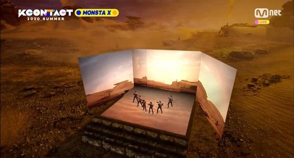 사막을 연상시키는 가상공간에서 공연하는 몬스타엑스