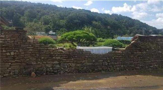 태풍 마이삭에 무너진 경남 고성 학동마을 옛 담장