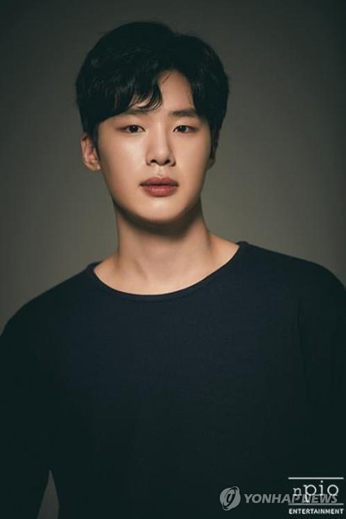 배우 김동희
