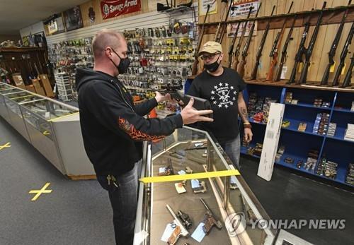 미국 펜실베이니아주 존스타운의 총기상.[AP=연합뉴스 자료사진]