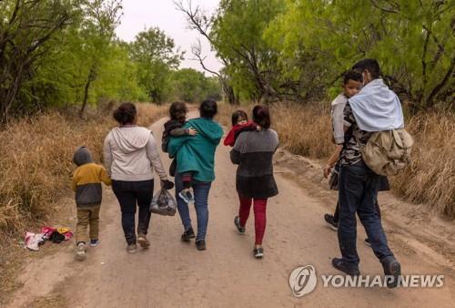 미국 국경을 향하는 이민자들