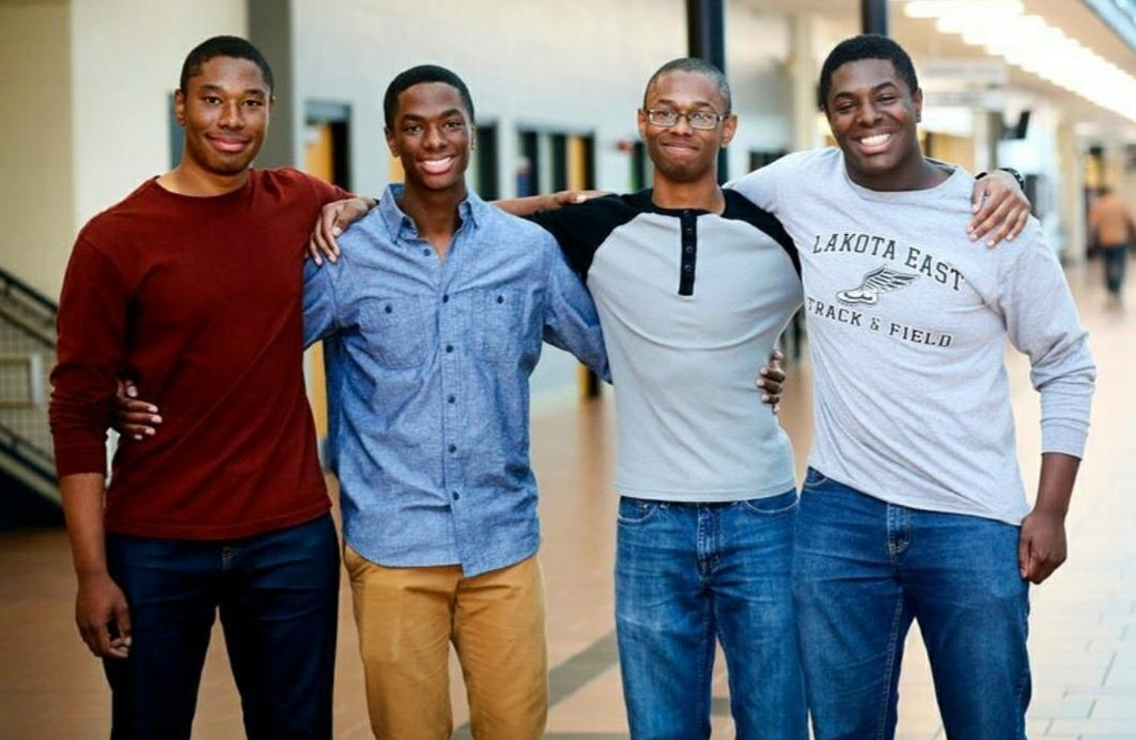 예일대 졸업하는 네쌍둥이