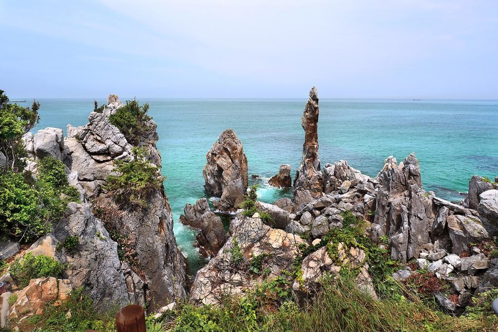 추암해변 촛대바위 [사진/조보희 기자]