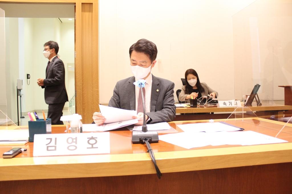 질의 준비중인 더불어민주당 김영호 의원