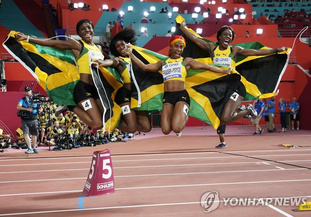 자메이카 여자 400m 계주 대표팀의 점핑 세리머니