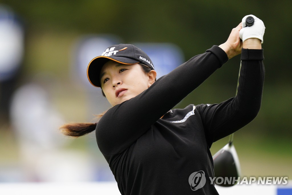 In this Associated Press photo, Kim Sei-young of South Korea watches her tee shot on the 12th hole during the final round of the KPMG Women's PGA Championship at Aronimink Golf Club in Newtown Square, Pennsylvania, on Oct. 11, 2020. (Yonhap)