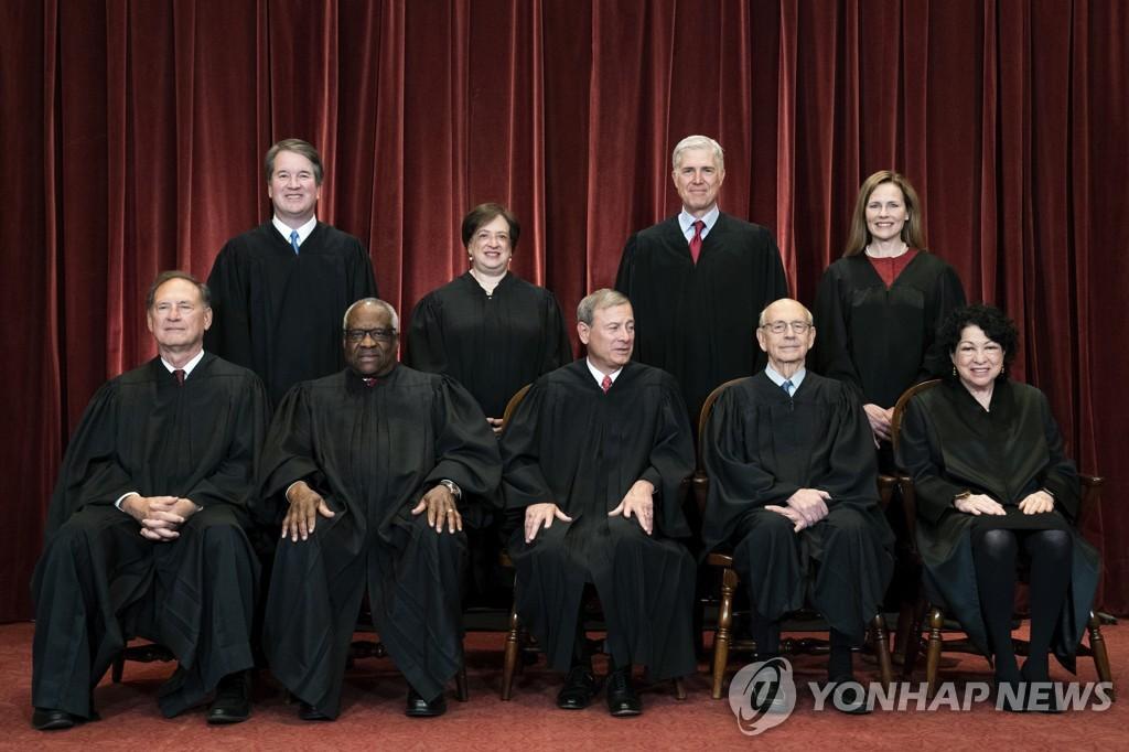 미국 연방 대법원의 대법관 (Erin Schaff/The New York Times via AP, Pool)