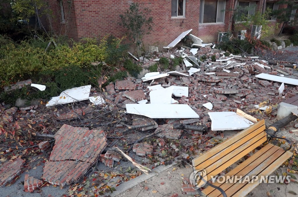 This Yonhap file photo shows houses damaged by an earthquake that hit the southern city of Pohang on Nov. 15, 2017. (Yonhap)