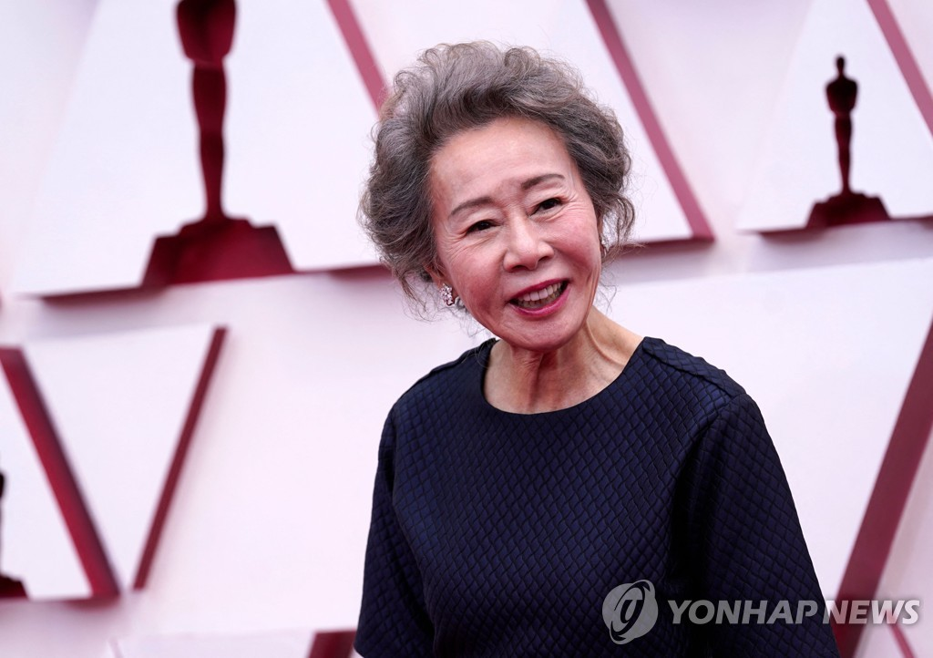 "In this AFP photo, South Korean actress Youn Yuh-jung, who is nominated for an Academy Award for best actress in a supporting role for her performance in ""Minari,"" arrives at the Oscars on April 25, 2021, at Union Station in Los Angeles. (Yonhap)"