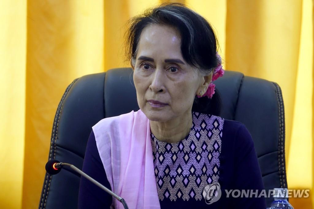 미얀마의 실권자이면서도 로힝야 학살사태를 방관하고 있다는 비판을 받고 있는 노벨평화상 수상자 아웅산 수치 미얀마 국가고문[EPA=연합뉴스 자료사진]