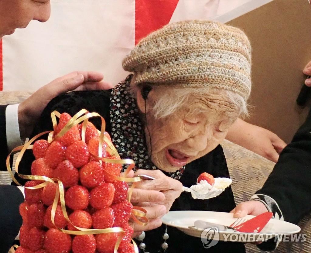 올해 118세로 세계 최고령자 기록을 가진 일본 다나카 가네 할머니. [지지통신/EPA=연합뉴스 자료사진. 재판매 및 DB금지]