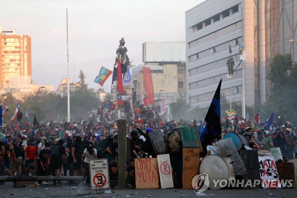 칠레 시위에 페소화 가치 급락