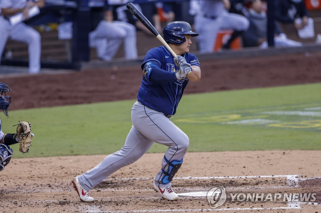 In this EPA photo, Choi Ji-man of the Tampa Bay Rays hits a single against the New York Yankees in the top of the fourth inning of Game 4 of the American League Division Series at Petco Park in San Diego on Oct. 8, 2020. (Yonhap)