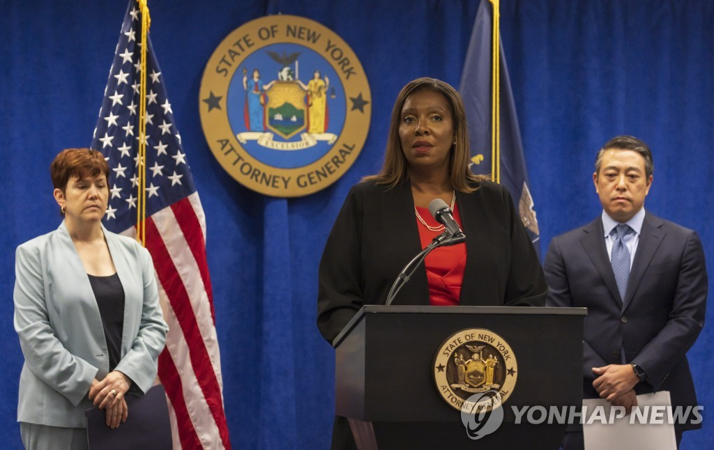 [EPA=연합뉴스] 쿠오모 주지사의 성추행 의혹에 대한 조사 결과를 발표하는 뉴욕주 검찰총장