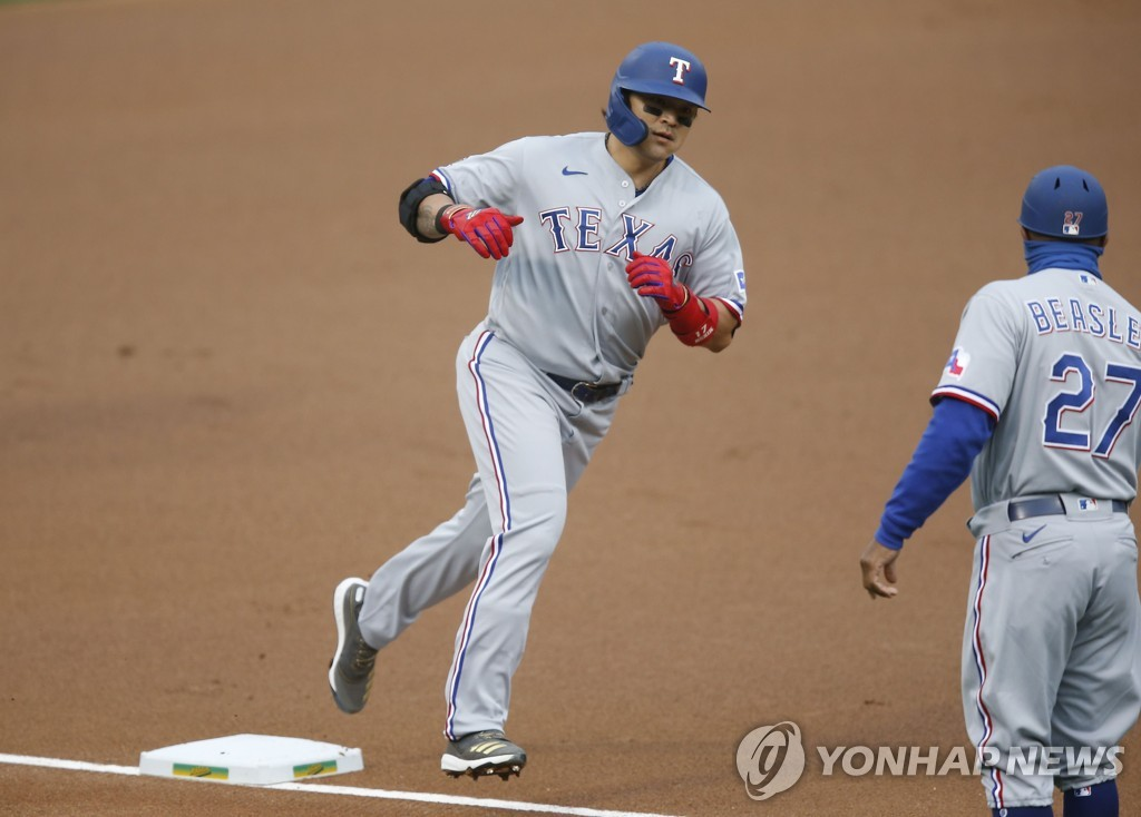 In this Getty Images file photo from Aug. 5, 2020, Choo Shin-soo of the Texas Rangers (L) rounds third base after hitting a solo home run against the Oakland Athletics in the top of the first inning of a Major League Baseball regular season game at Oakland-Alameda County Coliseum in Oakland, California. (Yonhap)