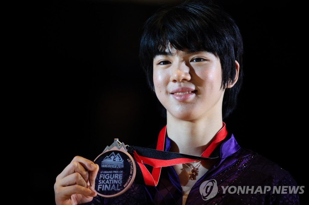In this TASS photo, Cha Jun-hwan of South Korea holds up his bronze medal won at the International Skating Union Grand Prix of Figure Skating Final at Doug Mitchell Thunderbird Sports Centre in Vancouver on Dec. 7, 2018. (Yonhap)