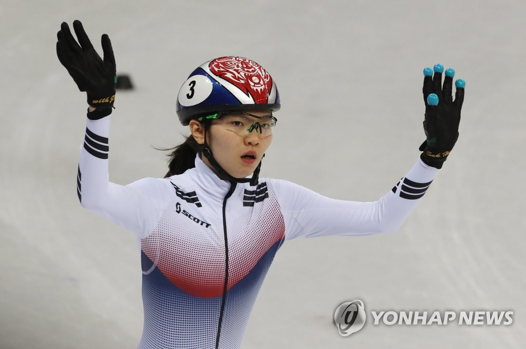 In this file photo from Feb. 22, 2018, Shim Suk-hee of South Korea acknowledges the crowd after clinching a berth in the semifinals of the women's 1,000-meter short track speed skating race during the PyeongChang Winter Olympics at Gangneung Ice Arena in Gangneung, 230 kilometers east of Seoul. (Yonhap)