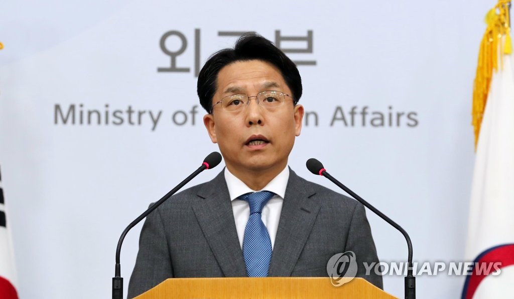 This file photo, taken May 24, 2018, shows South Korea's foreign ministry spokesman Noh Kyu-duk speaking during a press briefing at the ministry in Seoul. (Yonhap)