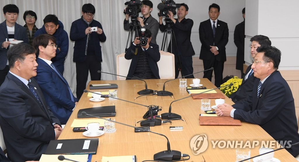 In this Joint Press Corps photo, North Korean Vice Sports Minister Won Kil-u (R) speaks with his South Korean counterpart, Roh Tae-kang, during their sports talks at the joint liaison office in Kaesong, North Korea, on Nov. 2, 2018. (Yonhap)