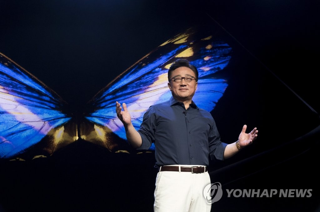 Koh Dong-jin, president for Samsung Electronics Co.'s mobile business, speaks at the opening of the Samsung Developer Conference 2018 in San Francisco on Nov. 7, 2018, in this photo provided by Samsung. (Yonhap)