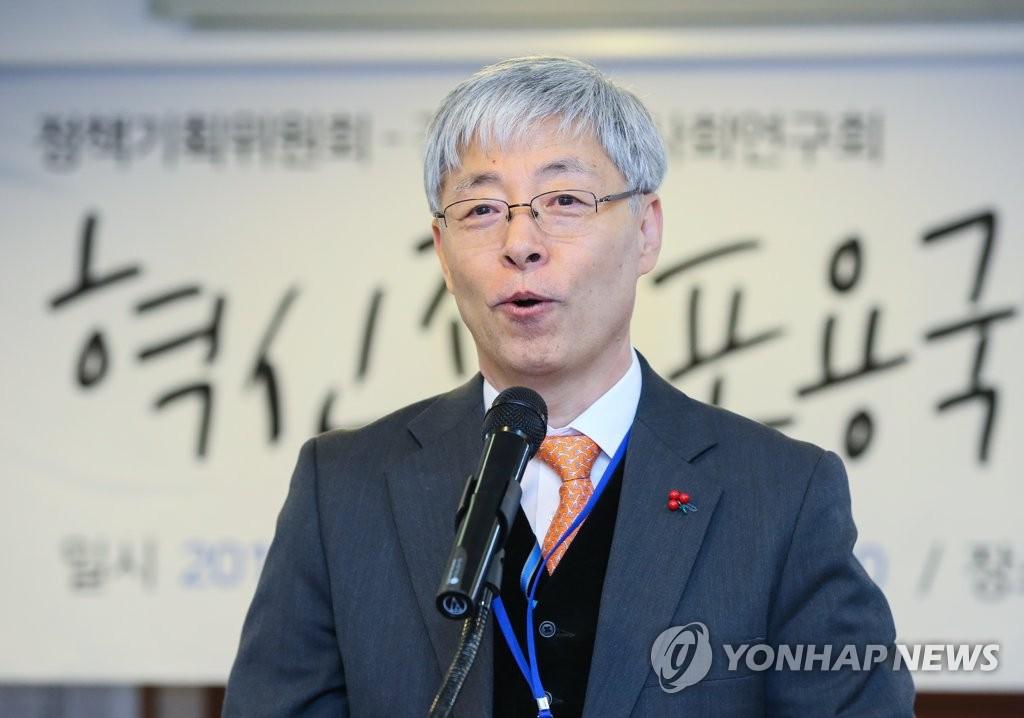 혁신 포용국가 심포지엄 축사하는 김현철 경제보좌관