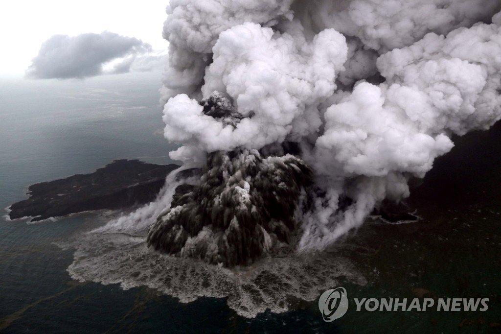 순다해협 화산섬 분출…印尼 쓰나미의 원인說