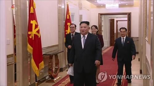 김정은 위원장과 함께 신년사 발표장으로 향하는 김여정·조용원