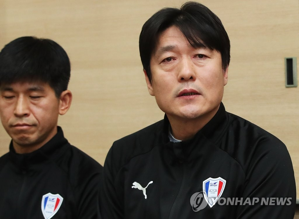 Lee Lim-saeng (R), new head coach of South Korean pro football club Suwon Samsung Bluewings, speaks at a press conference in Hwaseong, south of Seoul, on Jan. 3, 2019. (Yonhap)