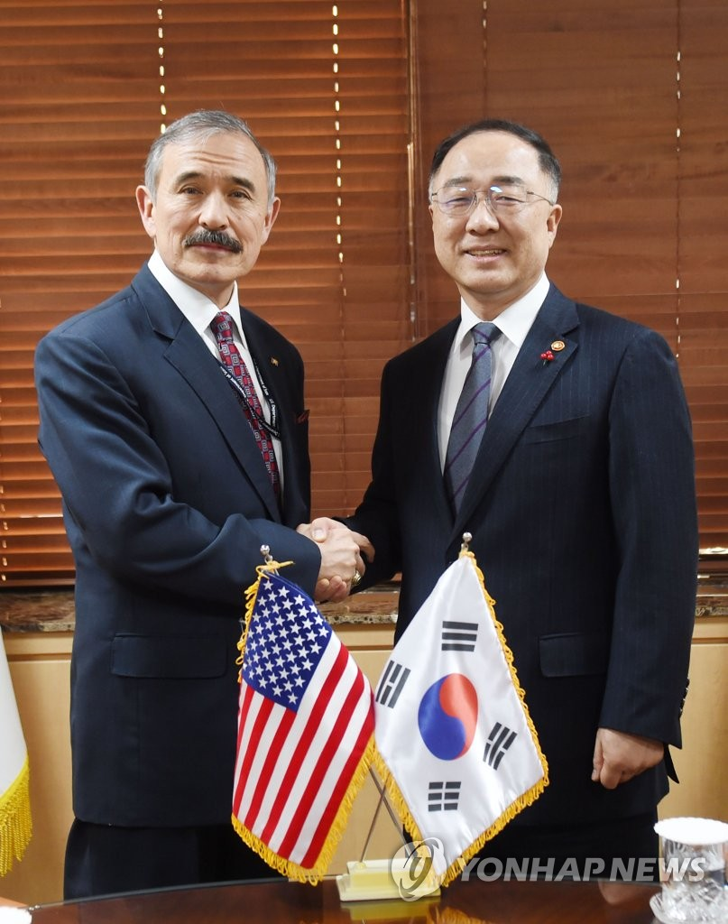 Finance chief meets U.S. envoy